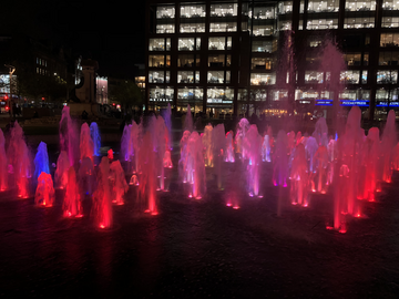 Piccadilly Fountain (By Iain Donaldson)